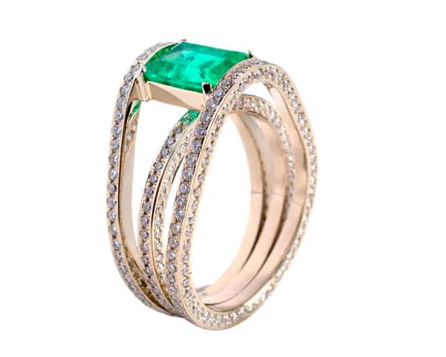 Be Unique and Get A Vintage Emerald Ring